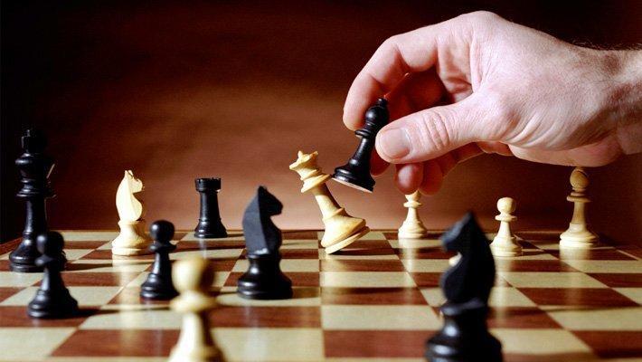 Chess Set di legno internazionale di scacchi pieghevole portatile della Scacchiera per i bambini per adulti gioco della famiglia