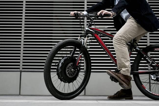 bici convertita elettrica con ruota con motore
